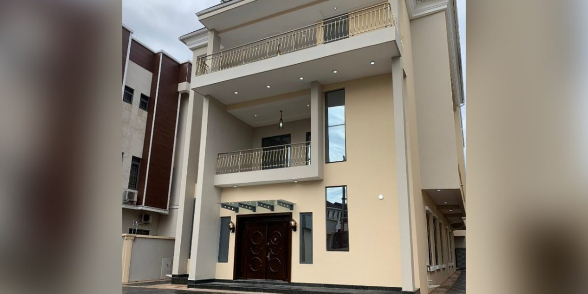 Magnificently built 5 bedroom fully detached house with 2 rooms b/q and a gym house
