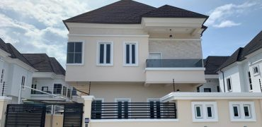 5 Bedroom Detached House with B/Q at Chevron Alternative Road in a gated Estate with 24/7 security.